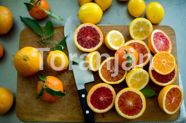ویتامین سی: قدرتنمایی در برابر خورشید - ترنجان