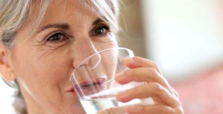 مراقبت از پوست در ۶۰ سالگی: چطور رطوبت پوست را حفظ کنید و درخشندگی را به آن بازگردانید - ترنجان
