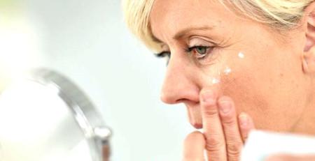 مراقبت از پوست در ۵۰ سالگی: تغییرات پوست را چگونه کنترل کنیم - ترنجان