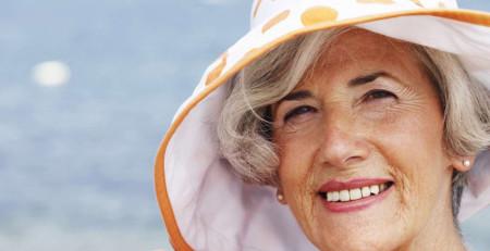 پوست پیر - 15 نشانهای که صورتتان سریعتر از خودتان پیر میشود - بخش دوم - ترنجان