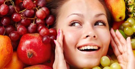 برای داشتن پوستی سالم و شفاف چه موادی را به رژیم غذایی خود اضافه کنیم؟ - ترنجان