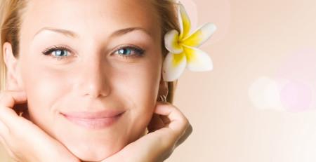 تجربه داشتن پوست سالم در فصل بهار با آشنایی و رعایت 9 نکته طلایی - ترنجان